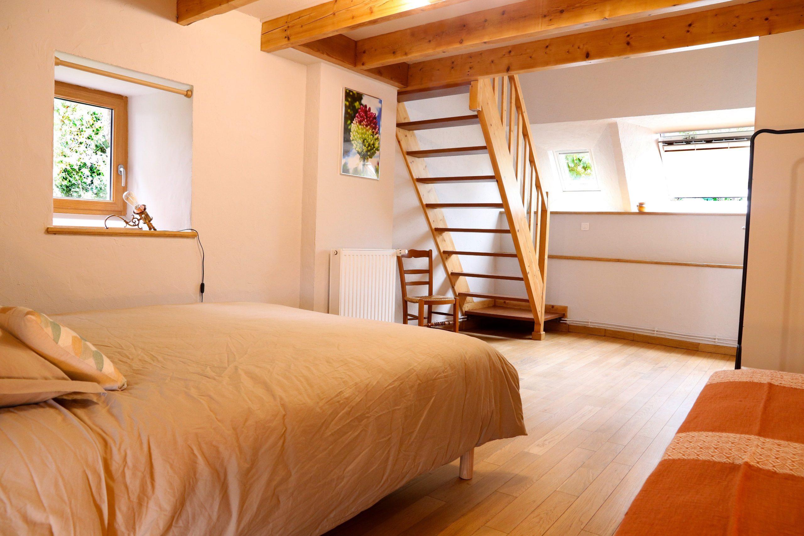 20. chambre 3 clairière vue sur escalier