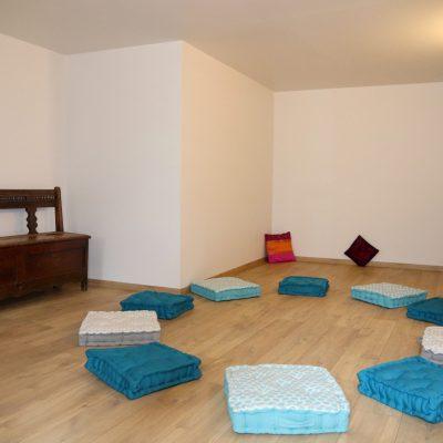 25. Salle de yoga banc